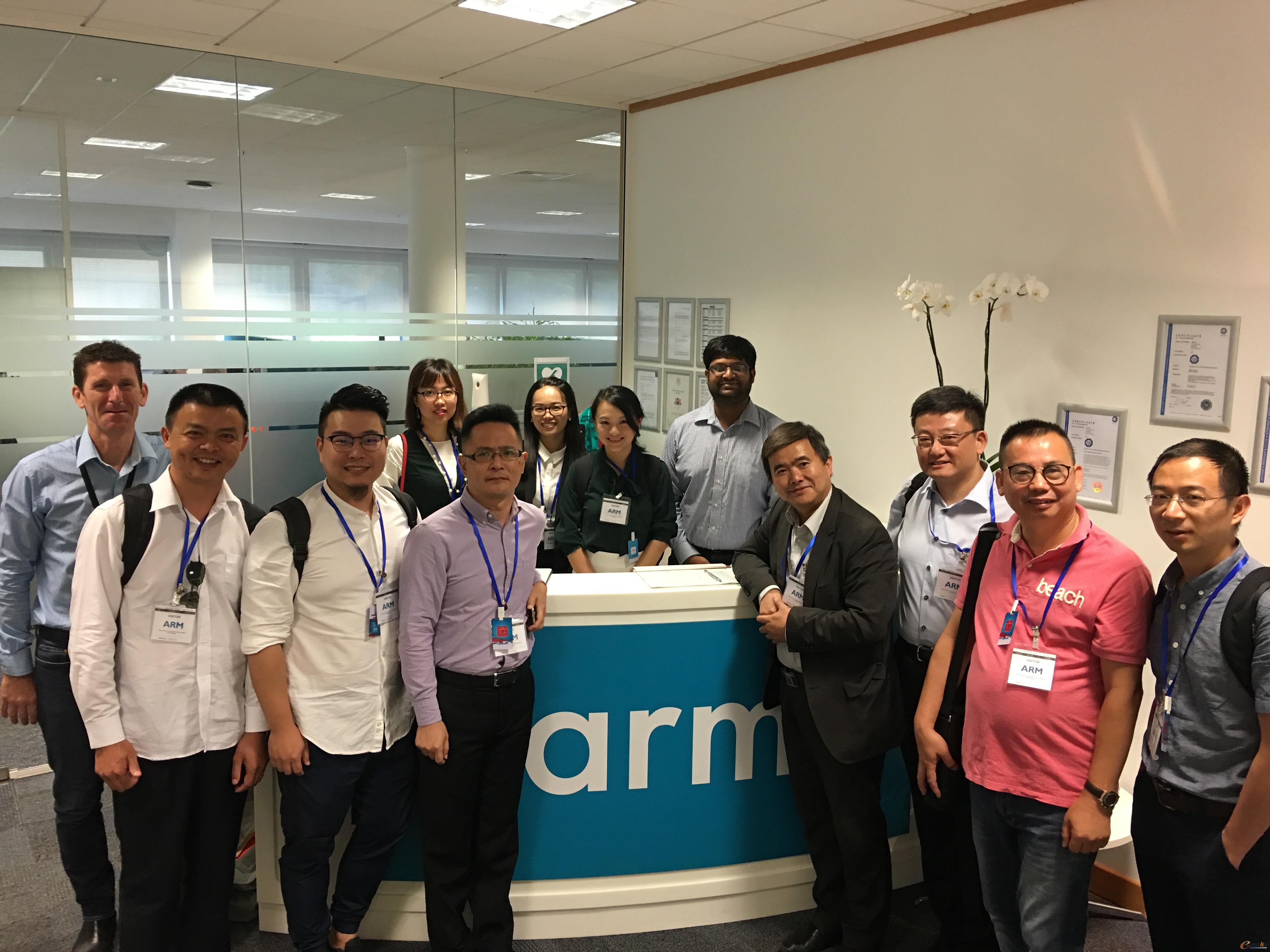 考察团成员在ARM公司合影