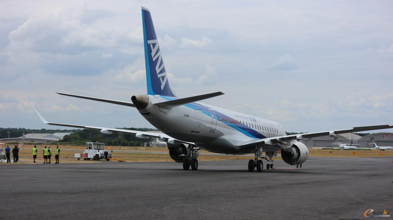 首次亮相范堡罗航展的三菱重工MRJ90