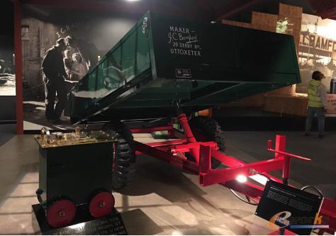 JCB公司的第一台农用自卸车