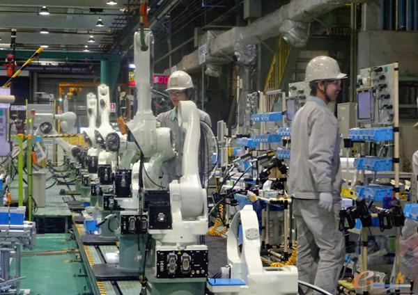 明石工厂机器人装配线