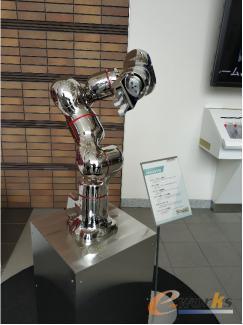 川崎重工的医疗机器人