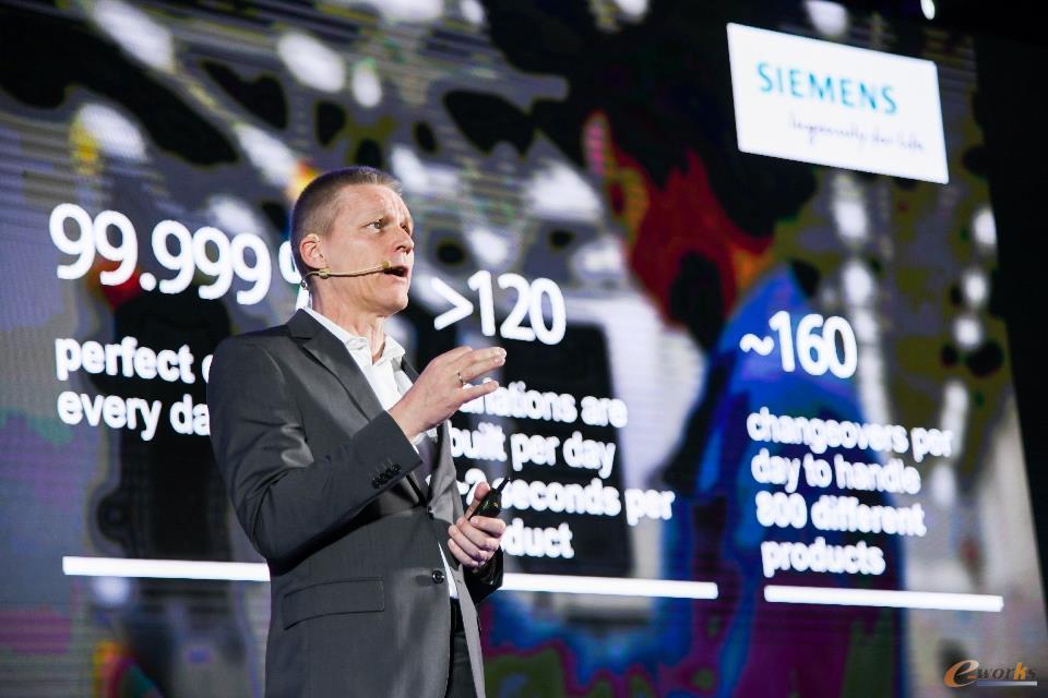 西门子股份公司数字化工厂集团首席执行官Jan Mrosik博士发表演讲