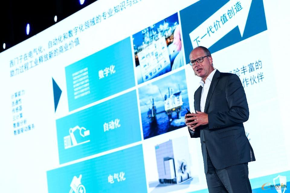 西门子股份公司过程工业与驱动集团首席执行官Juergen Brandes发表演讲