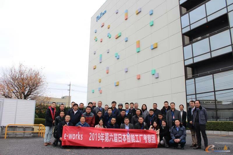 考察团成员在T&K TOKA公司合影