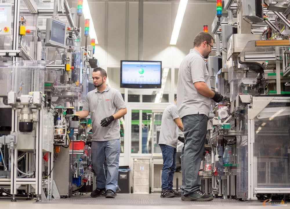 高度自动化的芯片生产车间