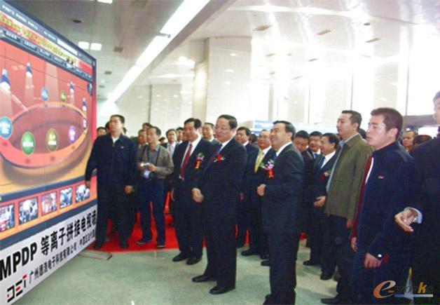 原全国政协主席俞正声同志启动e-works开发的网上光博会平台
