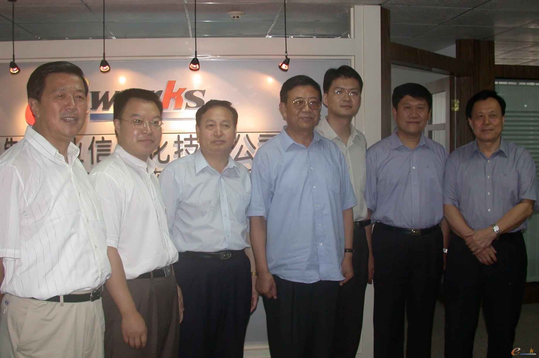 前湖北省委书记罗清泉、前武汉市市长李宪生到e-works视察