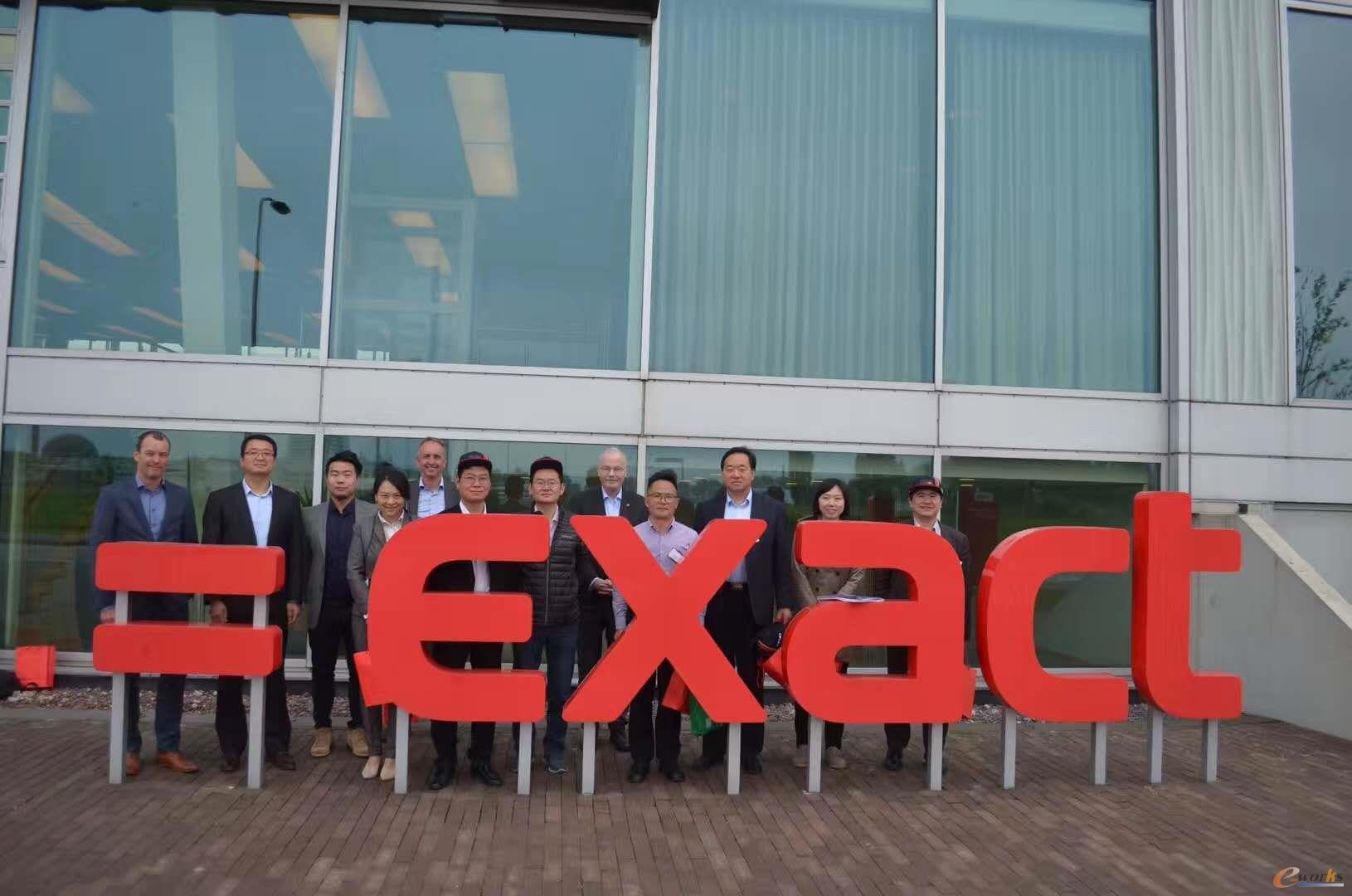考察团成员在Exact Software总部合影