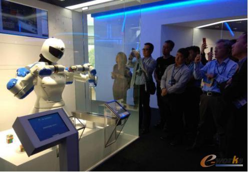 双臂协作机器人