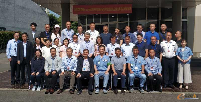 考察团成员在三菱电机名古屋制作所合影