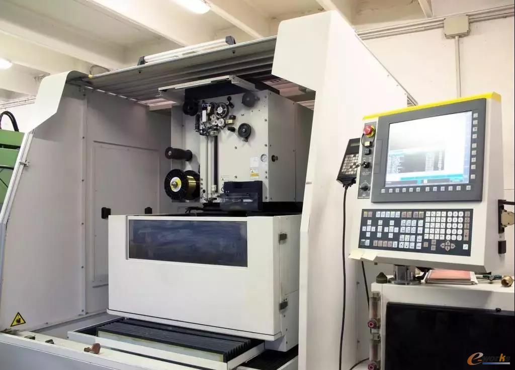 计算机数字控制(CNC)通过执行预编程序列的计算机实现了机床的自动化