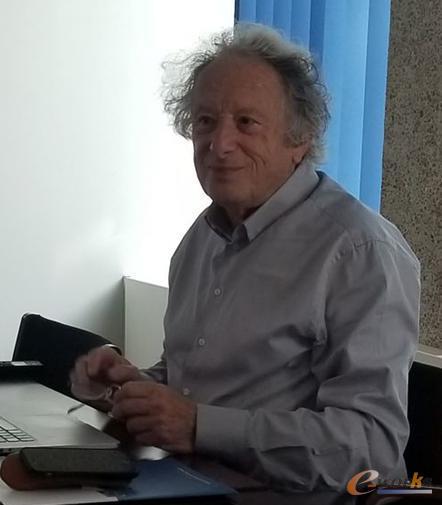 Charles Hirsch教授在为考察团成员做讲座
