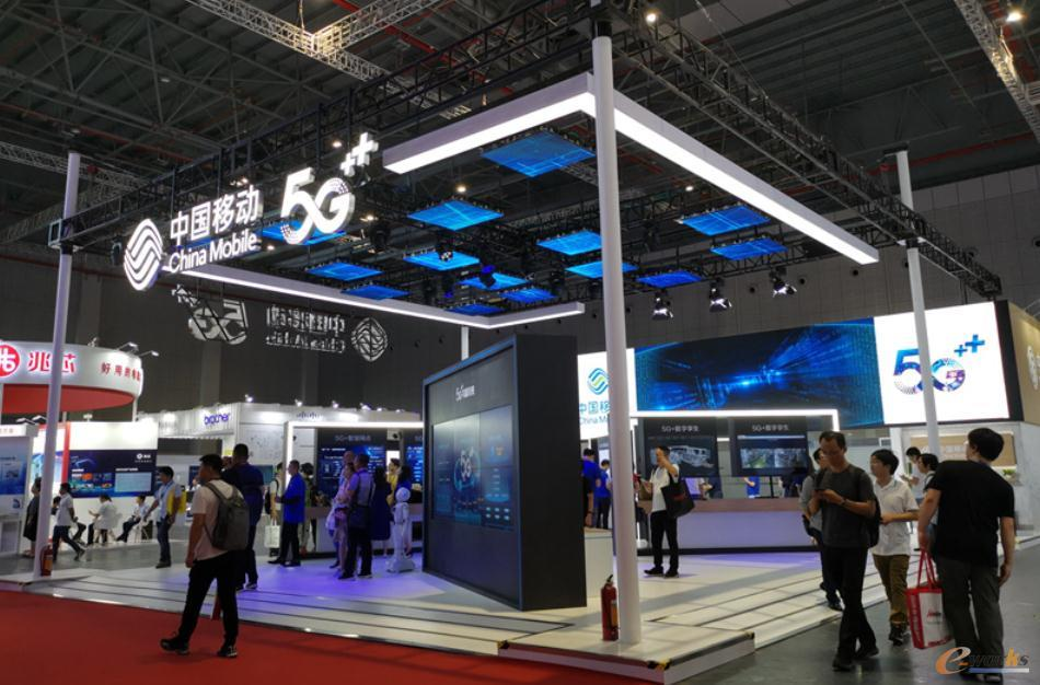 中国移动展台外景