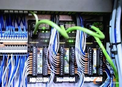 图尔克的FEN20设备可以使控制台的开关信号通过总线传输