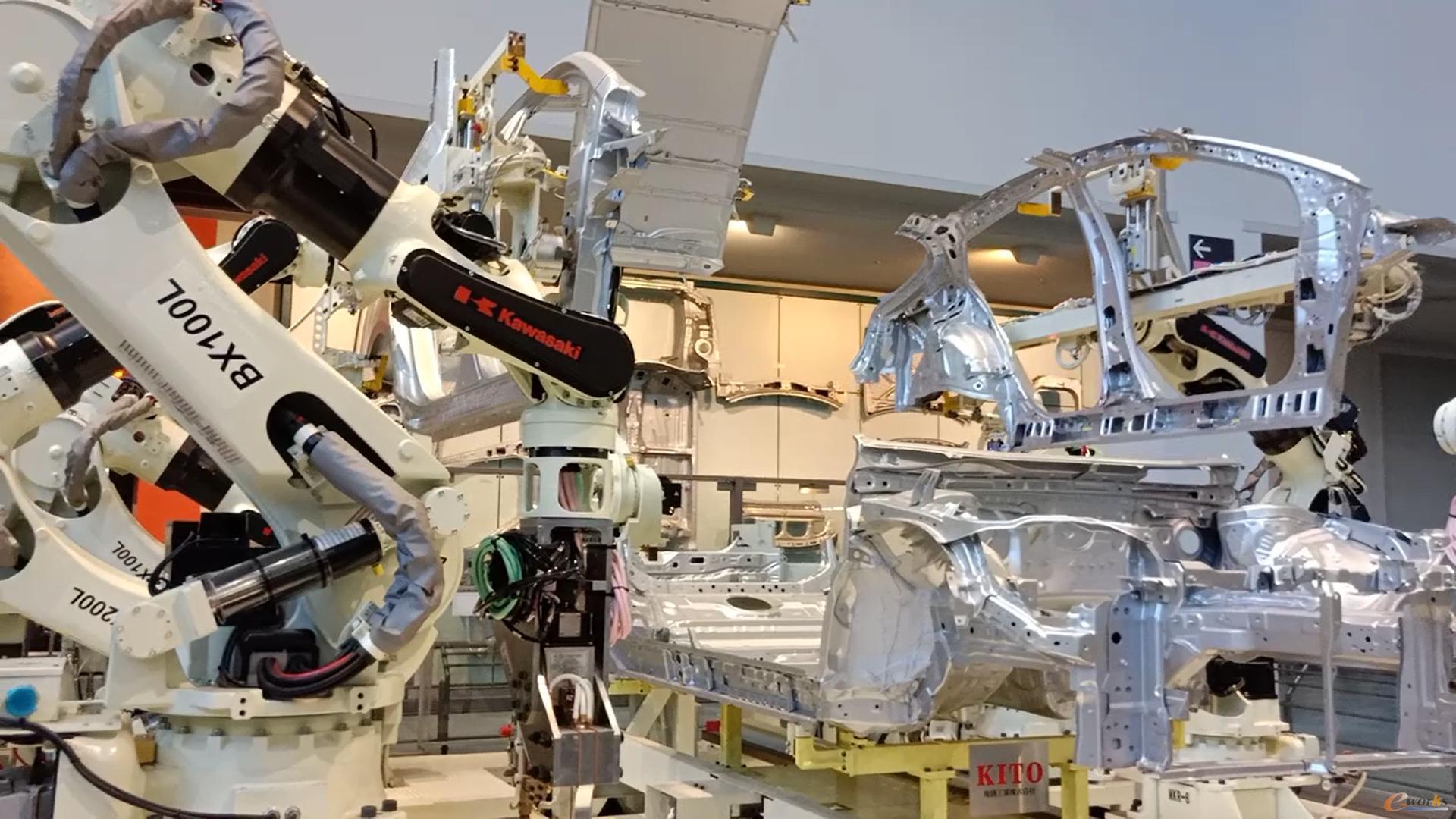 机械臂组装整车