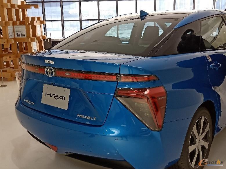 氢能源汽车Mirai
