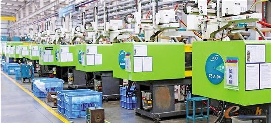 数字化车间全自动注塑机生产线