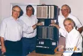 左一为PLC之父DickMorley