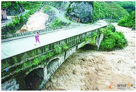 河南永丰石拱桥倒塌