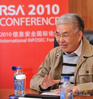 清华大学计算机系教授、博士生导师郑纬民先生
