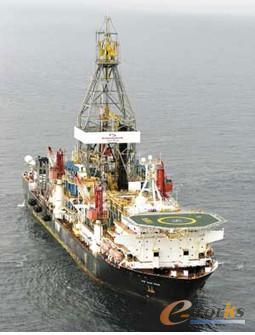 图一 深水钻井船